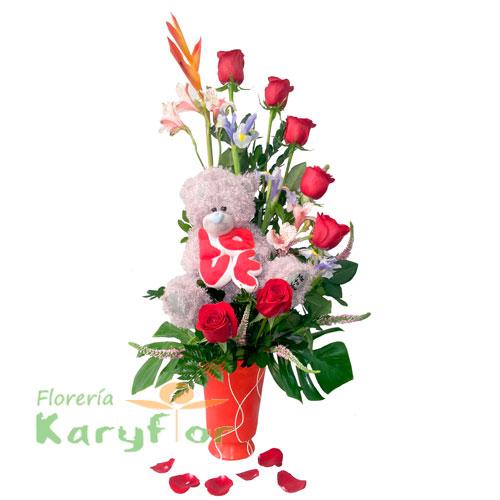 Arreglo floral elaborado en base de cerámica, con 7 rosas y variedad de flores, incluye peluche con la frase LOVE (sujeto a stock) y tarjeta de dedicatoria. Pueden adicionarles chocolates y peluches ingresando a la opción REGALOS en la parte superior de la Pág. web