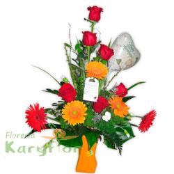 Arreglo floral elaborado en base de cerámica color naranja, verde o roja, viene con 6 rosas importadas, 5 gerberas holandesas, lisiantus, fino follaje. Contiene globo metálico impreso Nº 9. Pueden adicionar Chocolates y más, ingresando a la opción REGALOS en la parte superior de la Pág. web.