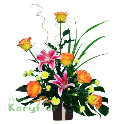Arreglo floral elaborado en base de cerámica con rosas, lilium (colores variados segun stock) y flores variadas, incluye tarjeta dedicatoria. Pueden adicionar Chocolates y más, ingresando a la opción REGALOS en la parte superior de la Pág. web.