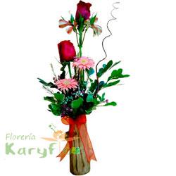 Arreglo floral en tronquito rústico, contiene 2 rosas importadas, gerbera holandesa, astromelia, fino follaje. Incluye tarjeta de dedicatoria. Pueden adicionarles chocolates ingresando a opcion REGALOS.