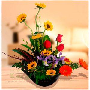 Elaborado en base de cerámica, contiene Girazoles, rosas, gerberas y fino follaje. Pueden adicionar Chocolates y más, ingresando a la opción REGALOS en la parte superior de la Pág. web.